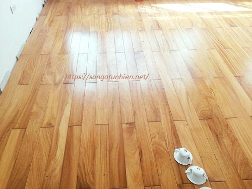 Sàn gỗ Gõ Đỏ Lào 18 * 120 * 1200mm
